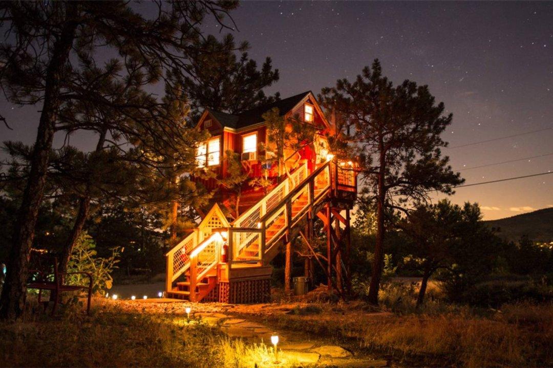 Little Red Treehouse   The Denver Ear